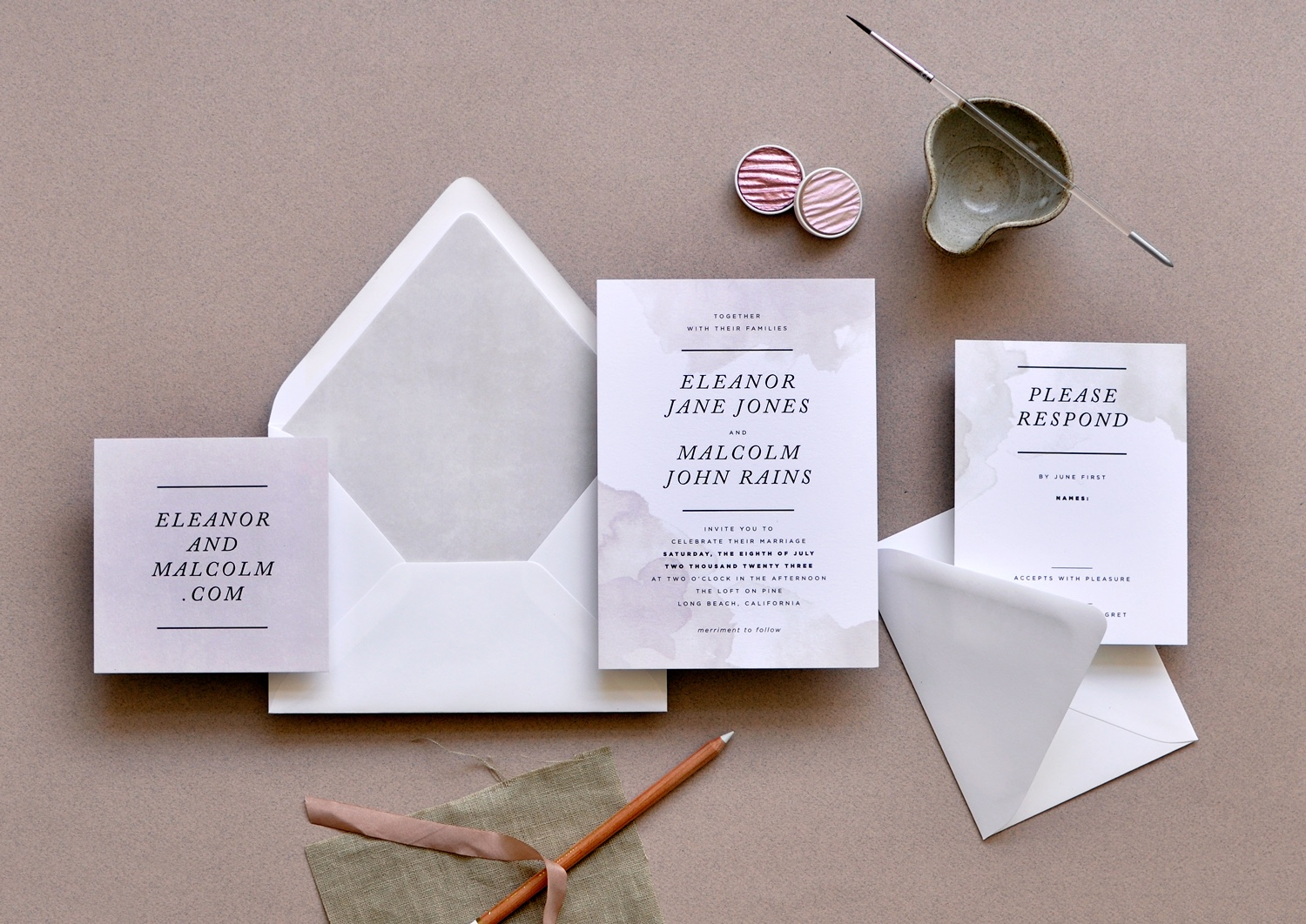 Earth tones set the perfect tone for an introduction to your special day!  Splotches of watercolor wash beautifully highlight your personalized text.